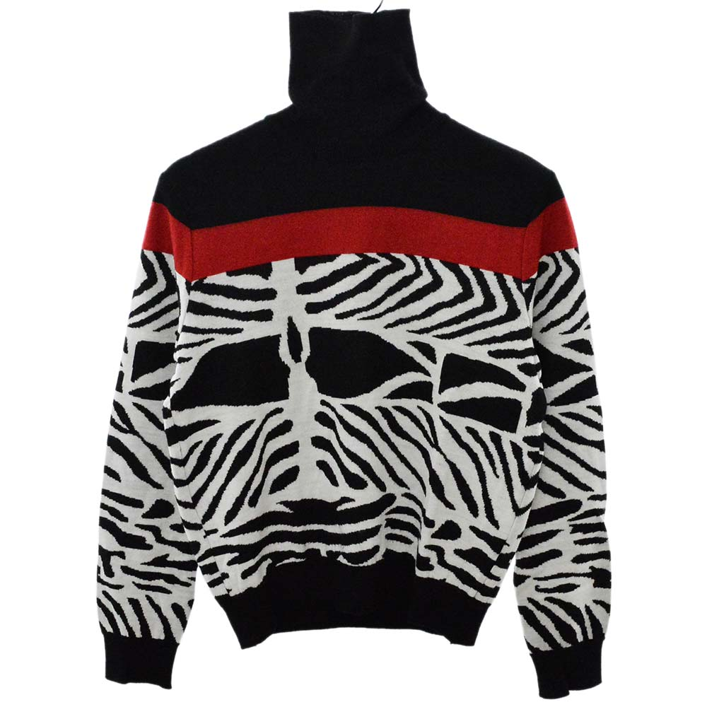 総柄タートルネックニットセーター