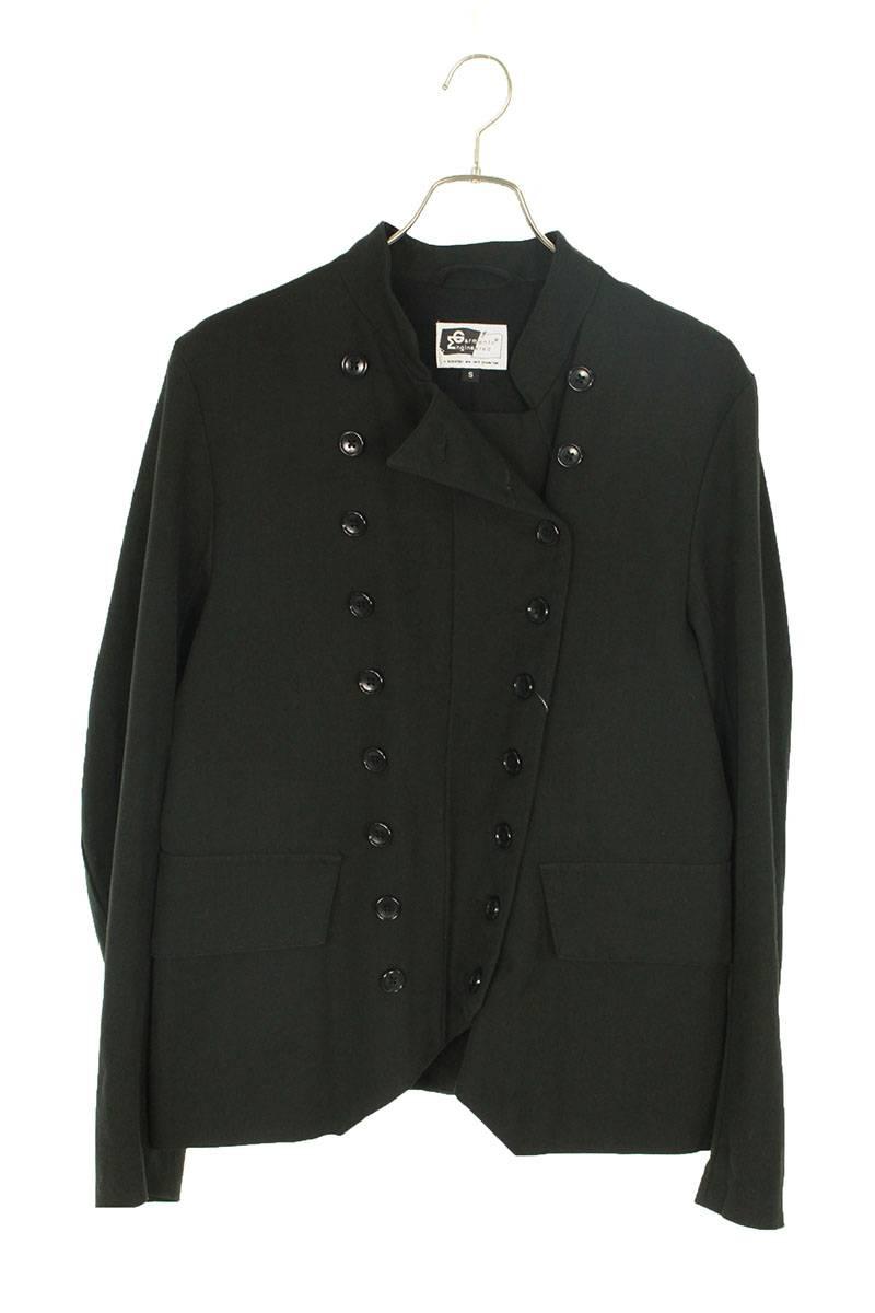ボタン装飾ジャケット
