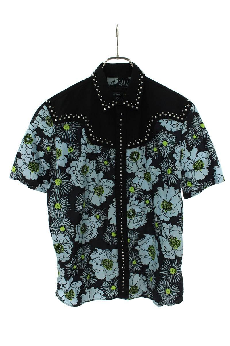 スタッズ装飾花柄コットンレーヨン半袖シャツ