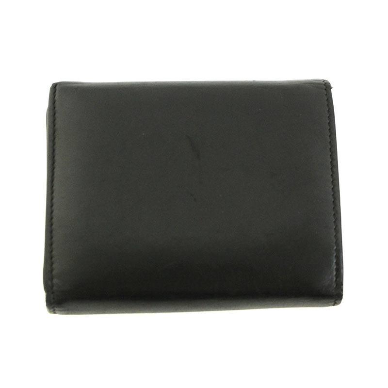 スタッズ装飾三つ折り財布